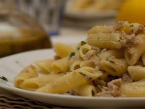 Pasta e tonno aromatizzata al limone al microonde