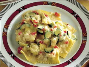 Ravioli alle cipolle con patate e pecorino