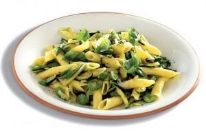 Pasta con fave e zucchine