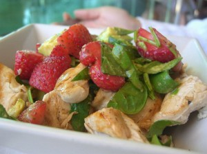 insalata-di-pollo-alle-fragole