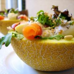 melon-relleno-de-gambas-y-nata