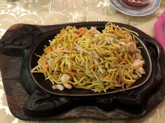 spaghetti cinesi alla piastra il piacere del gusto
