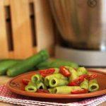  ⇨ Pasta con crema di zucchine e pomodori datterini