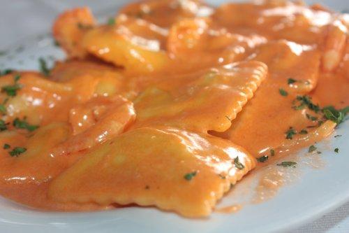 Ravioli in salsa rosa
