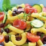 |⇨ Insalata di pasta fresca con ceci neri, pomodorini arrosto, zucchine e menta
