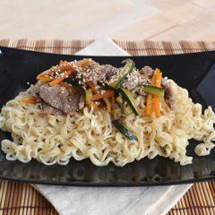 Noodles con manzo e verdure