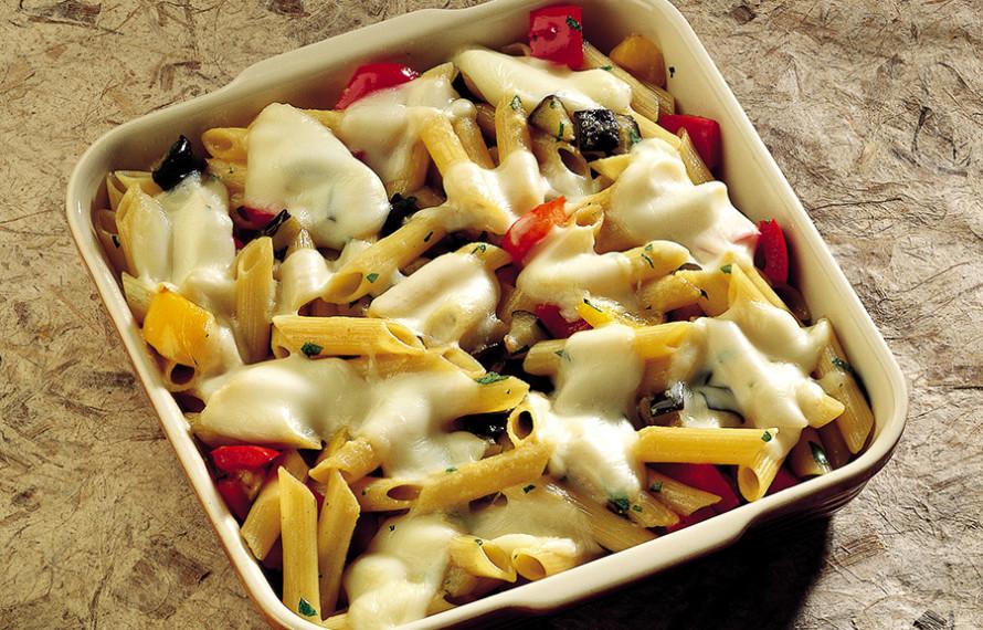 Penne gratinate con verdure e formaggio