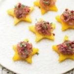 |⇨ Stelline di polenta con cipolle in agrodolce, timo e pepe rosa
