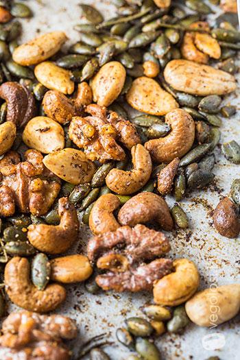 Frutta secca speziata al forno
