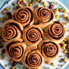 Torta di pane alle olive e capperi