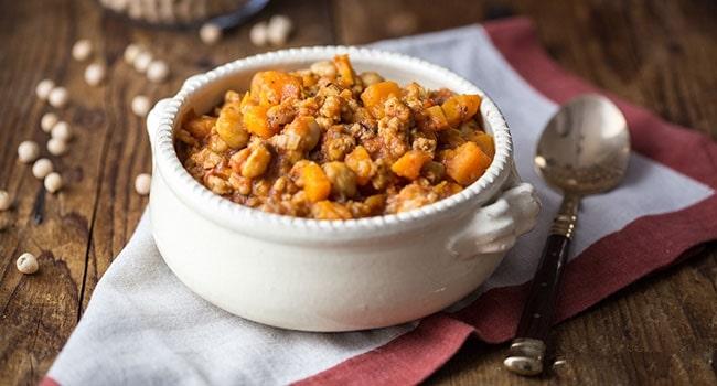 Spezzatino di soia con ceci, carote e patate dolci